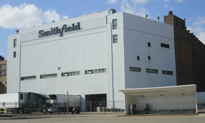 The Smithfield Foods pork processing plant in Sioux Falls, South Dakota, on April 8, 2020. (Stephen Groves/AP Photo)