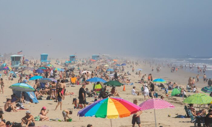 People enjoy the beach amid the COVID-19 pandemic in Huntington Beach, Calif., on April 25, 2020. (Apu Gomes/AFP via Getty Images)