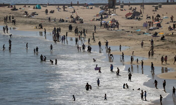 People are seen gathering on the Corona del Mar State Beach in Newport Beach, Calif.,  on April 25, 2020. (Michael Heiman/Getty Images)
