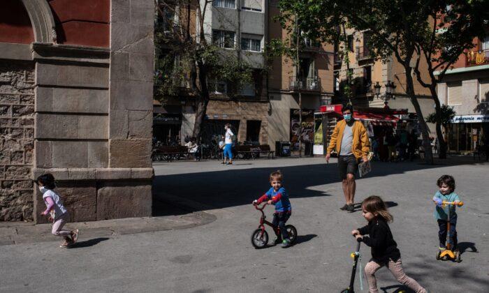 Children play at Plaça de la Vila de Gracia in Barcelona, Spain on April 26, 2020. (David Ramos/Getty Images)