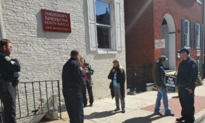 Abortion Protesters' Right to Pray Outside Clinic Ensured by Threat of Litigation
