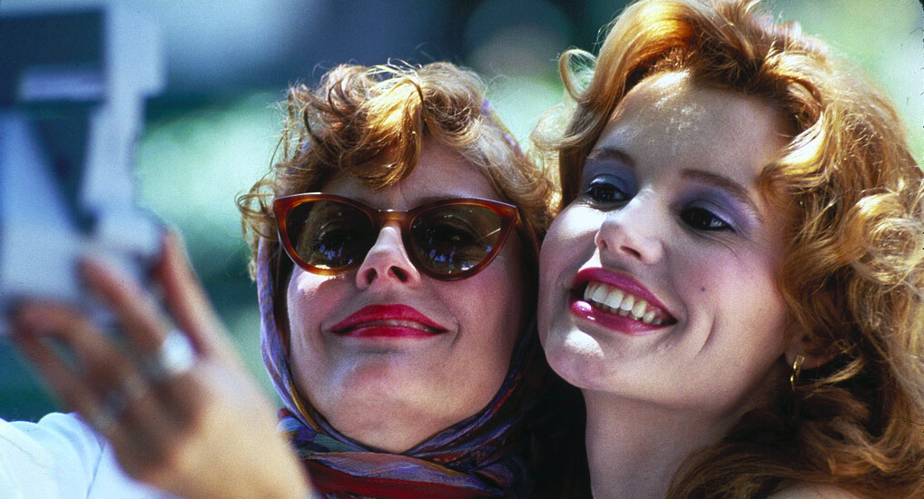 """2 woman take a selfie in """"THELMA & LOUISE"""""""