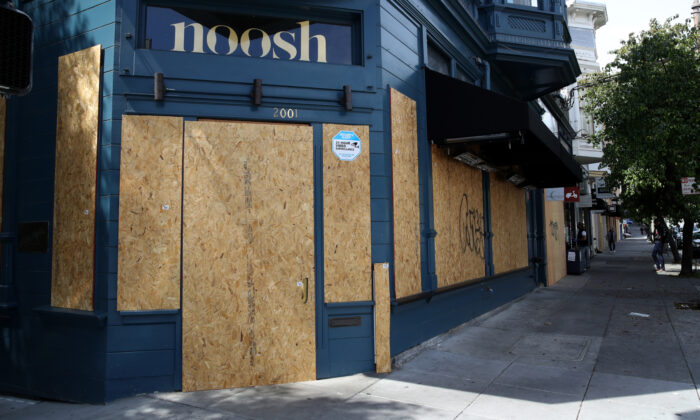 Businesses along Fillmore Street are seen boarded up in San Francisco, Calif., on April 8, 2020. (Justin Sullivan/Getty Images)