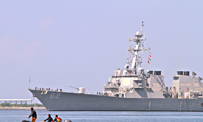 U.S. destroyer USS Fitzgerald arrives at Subic Bay, Olongapo City, north of Manila on June 27, 2013. (David Bayarong/AFP via Getty Images)