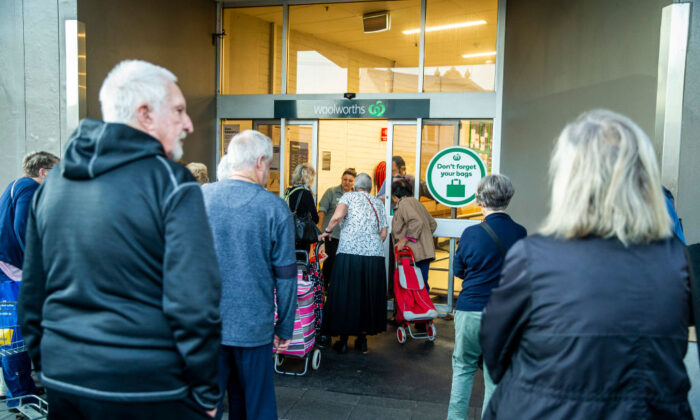 SYDNEY, AUSTRALIA - MARCH 17: People are seen entering Woolworths supermarket in Balmain on March 17, 2020 in Sydney, Australia. (Jenny Evans/Getty Images)