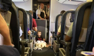 Mom Panics on Airplane When 4-Year-Old With Autism Has Meltdown, but Passengers, Crew Save the Day