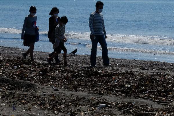 People-Katase-Higashihama-Beach