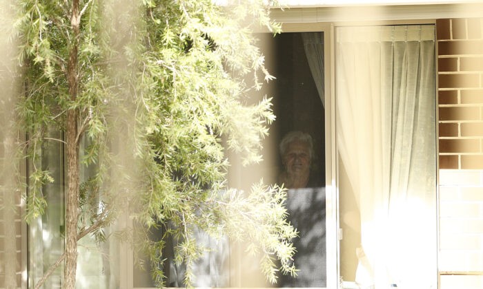 Newmarch House resident Patricia Shea looks at her son out of her window through the fence at Newmarch House on April 29 in Sydney, Australia. (Ryan Pierse/Getty Images)