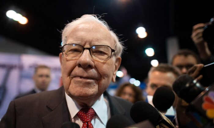 Warren Buffett (C), CEO of Berkshire Hathaway, speaks to the press as he arrives at the 2019 annual shareholders meeting in Omaha, Nebraska, May 4, 2019. (Photo by Johannes Eisele/AFP via Getty Images)