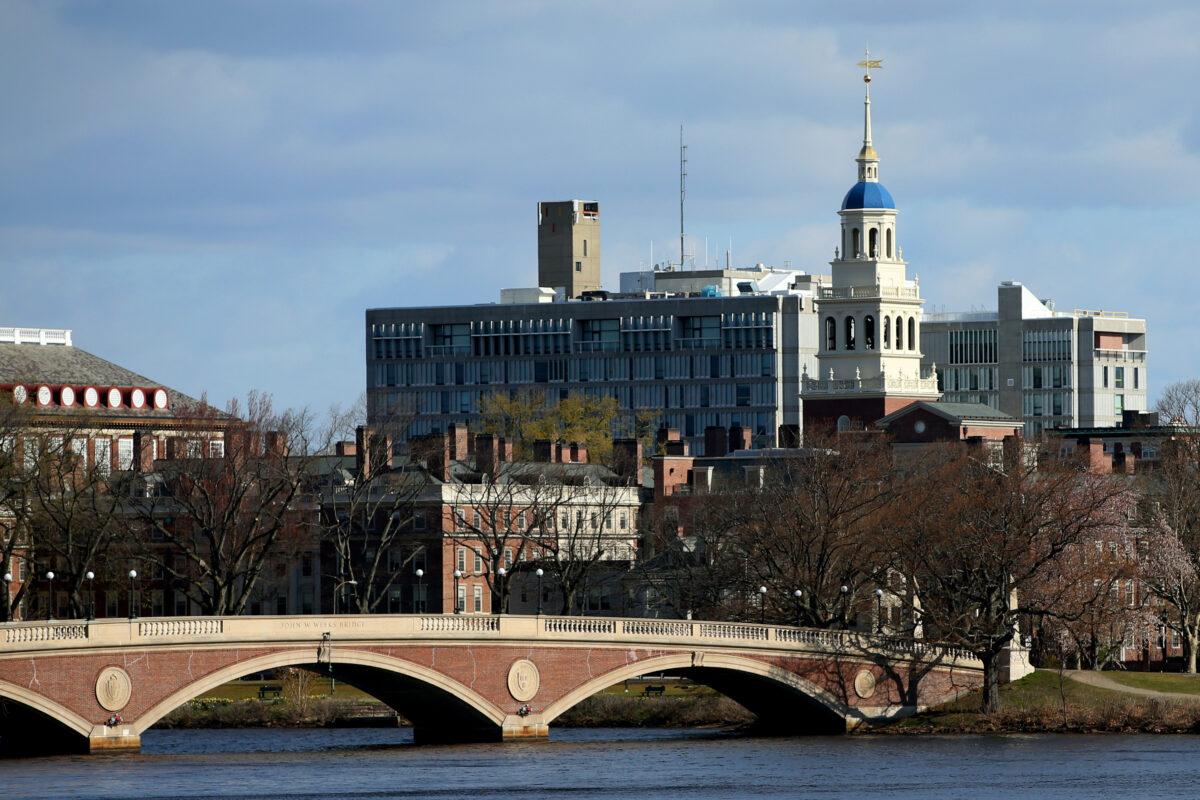 Đại học Harvard ở Cambridge, Massachusetts, vào ngày 22 tháng 4 năm 2020. (Maddie Meyer / Getty Images)