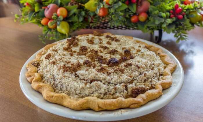 Amish vanilla pie, made with a boiled filling and sweet crumb topping. (Mike Whalen/Shutterstock)
