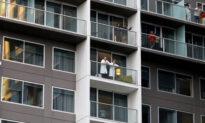 Repatriated Aussies Enjoy Hotel Concert After Finishing Quarantine