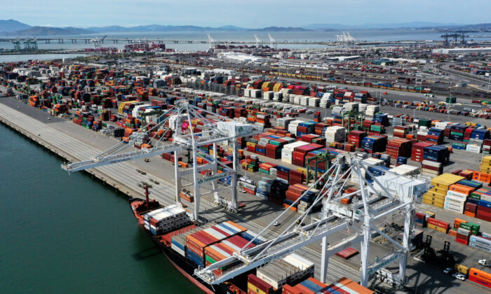 A container ship sits at the Port of Oakland on April 29, 2020 in Oakland, Calif. (Justin Sullivan/Getty Images)