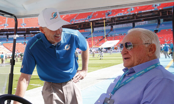 Former Miami Dolphins head coach Don Shula, right, greets head coach Joe Philbin before the Dolphins met the New York Jets in a game at Sun Life Stadium in Miami Gardens, Florida on Dec. 28, 2014. (Chris Trotman/Getty Images)