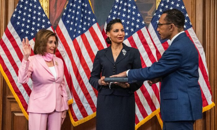 House Speaker Nancy Pelosi (D-Calif.) conducts a ceremonial swearing-in for Rep. Kweisi Mfume (D-Md.), accompanied by his wife Tiffany Mfume (C) at the U.S. Capitol, in Washington, on May 5, 2020. (Manuel Balce Ceneta/AP Photo)