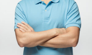 How You Cross Your Arms Can Tell You About Your Personality–Are You the Dominant Type?