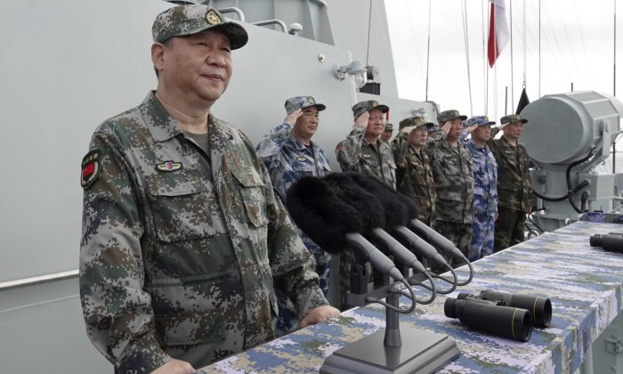 Chinese leader Xi Jinping (L) speaks after reviewing the Chinese People's Liberation Army (PLA) Navy fleet in the South China Sea on April 12, 2018. (Li Gang/Xinhua via AP)