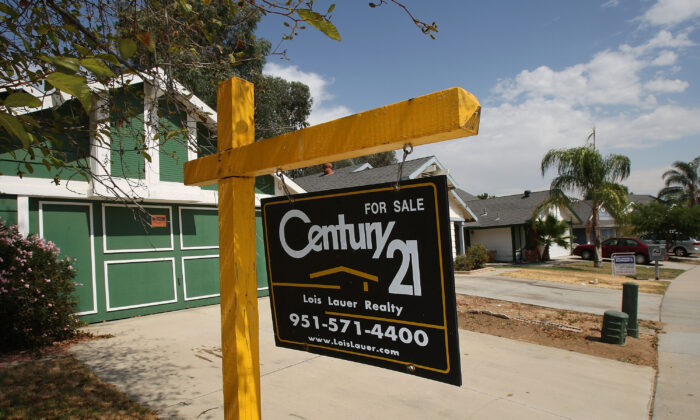 "A ""For Sale"" sign outside a home in Moreno Valley, Calif., on Aug. 25, 2008. (David McNew/Getty Images)"