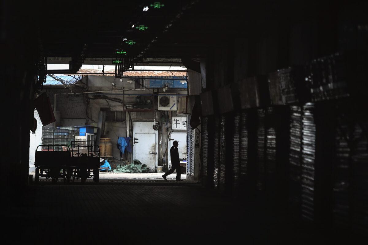 An-employee-closed-Huanan-Seafood-Market