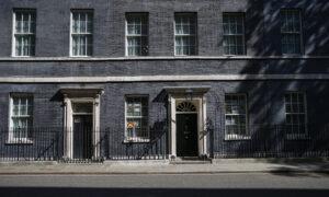 UK Scientist Who Warned Over Virus Quits for Breaching Lockdown