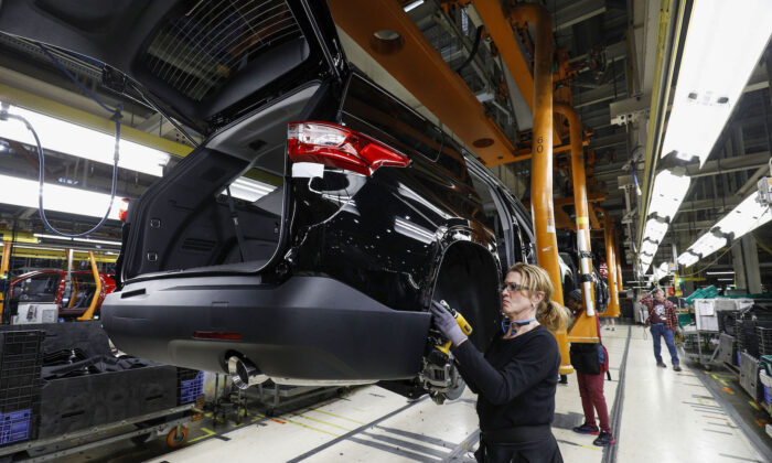 General Motors Chevrolet Traverse and Buick Enclave vehicles go through the assembly line at the General Motors Lansing Delta Township Assembly Plant in Lansing, Michigan,on Feb.21, 2020. (Bill Pugliano/Getty Images)