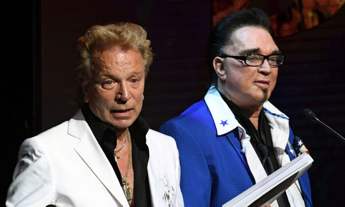 Siegfried Fischbacher (L) and Roy Horn speak during Criss Angel's HELP (Heal Every Life Possible) charity event at the Luxor Hotel and Casino benefiting pediatric cancer research and treatment in Las Vegas, Nevada, on Sept. 12, 2016. (Ethan Miller/Getty Images)