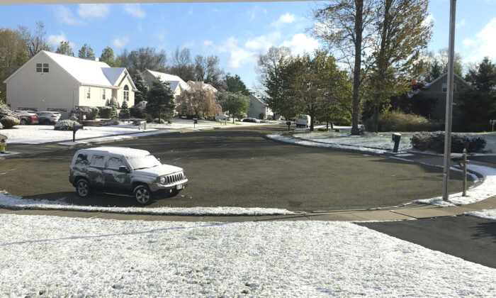 Snow accumulates on the grass and vehicles in Monroe, N.Y., on May 9, 2020. (Robert Beretta via AP)