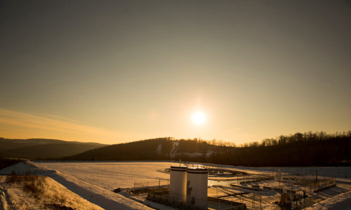 A Chesapeake Energy natural gas well pad rests on the hill in Litchfield Township, Penn., on Jan. 9, 2013. (Brett Carlsen/Reuters)