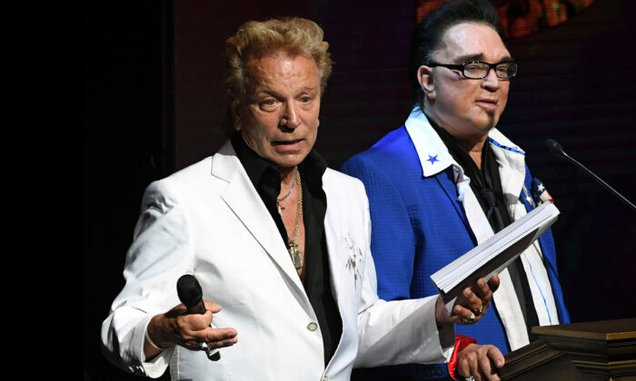 Siegfried Fischbacher (L) and Roy Horn speak during Criss Angel's HELP (Heal Every Life Possible) charity event at the Luxor Hotel and Casino benefiting pediatric cancer research and treatment, in Las Vegas, Nev., on Sept. 12, 2016. (Ethan Miller/Getty Images)