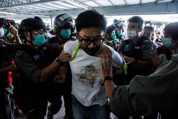 https://img.theepochtimes.com/assets/uploads/2020/05/11/arrest-hong-kong-mothers-day.jpg