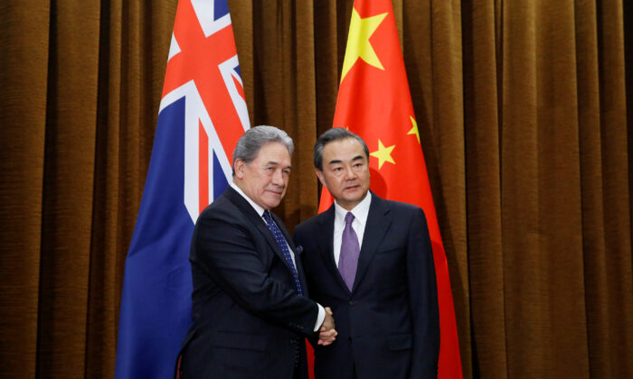 China's Foreign Minister Wang Yi meets New Zealand's Foreign Minister Winston Peters in Beijing, China, on May 25, 2018. (Thomas Peter/Reuters)