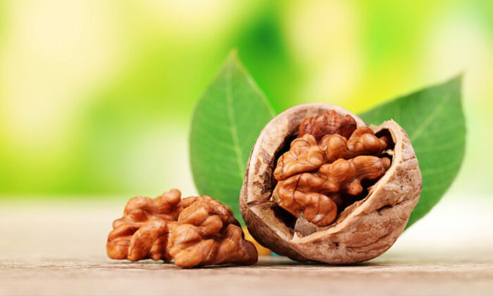 Walnuts/(Shutterstock*)