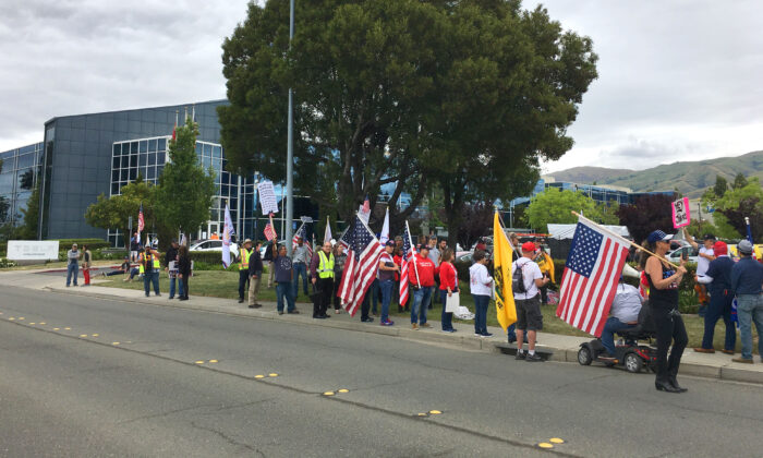 New California State supporters rally for freedom to support Elon Musk in front of Tesla's corporate office in Fremont, Calif., on May 13, 2020. (Ilene Eng/The Epoch Times)
