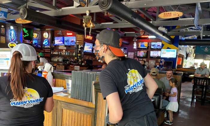 File photo of. employees at the Happy Viking Sports Pub and Eatery in Yuba City, California. (/Sharon Bernstein/Reuters)