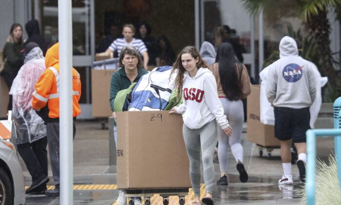 Students and parents move their belongings from dorms at San Diego State University, a member of California State University system, on March 18, 2020. (Sandy Huffaker/AFP/Getty Images)