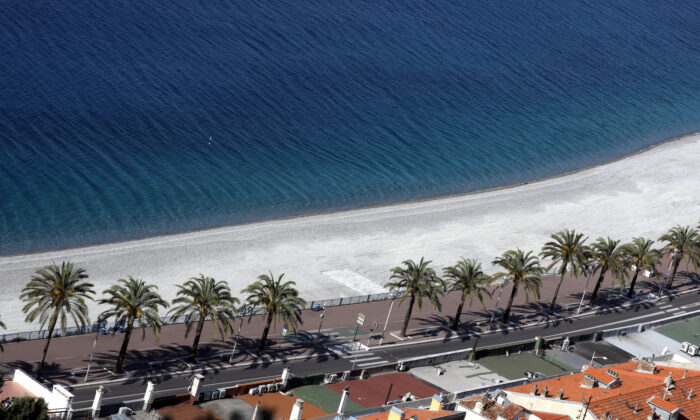 The empty beach of the Promenade des Anglais in Nice, France, on May 7, 2020. (REUTERS/Eric Gaillard/File Photo)