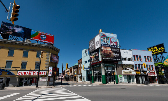 A street in the town of Niagara Falls is seen during the CCP virus pandemic in Niagara Falls, Canada, on April 27 2020. (Emma McIntyre/Getty Images)