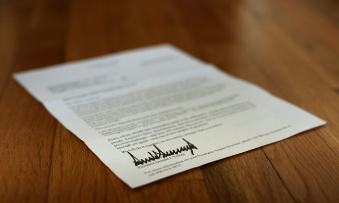 A letter bearing the signature of U.S. President Donald Trump was sent to people who received a CCP virus economic stimulus payment as part of the CARES Act, seen in Washington on April 29, 2020. (Chip Somodevilla/Getty Images)