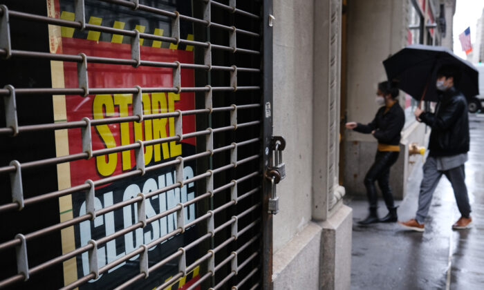A store stands closed near Wall Street as the CCP virus keeps financial markets and businesses mostly closed in New York City on May 8, 2020. (Spencer Platt/Getty Images)