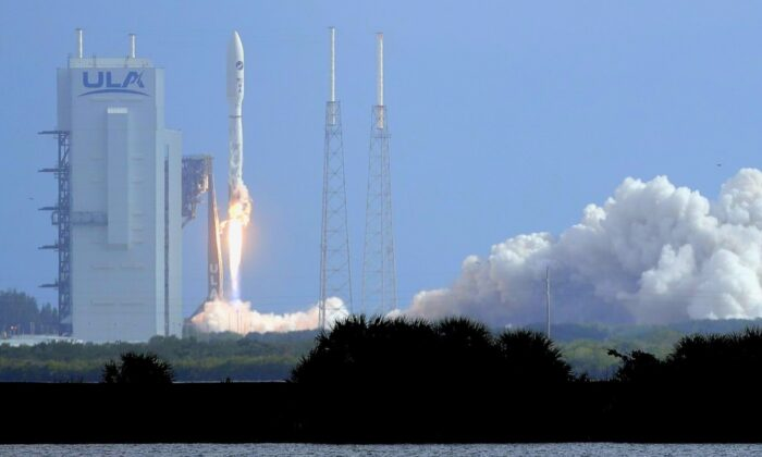 A United Launch Alliance Atlas V rocket lifts off from Launch Complex 41 at the Cape Canaveral Air Force Station on May 17, 2020, in Cape Canaveral, Fla. The mission's primary payload is the X-37B spaceplane. (John Raoux/AP Photo)