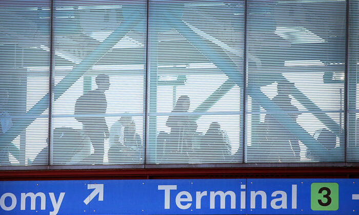 Passengers cross a pedestrian bridge as they arrive for flights at O'Hare International Airport in Chicago, Ill., on May 23, 2014. (Scott Olson/Getty Images)