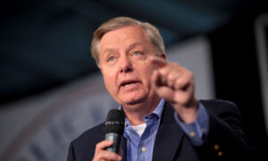 Graham on Harris: 'No Issue' as to Whether She's a US Citizen