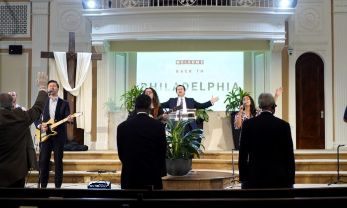 Pastor Florin Cimpean sings with his congregation at Philadelphia Romanian Church of God in Chicago on Sunday, May 17, 2020. (Cara Ding/The Epoch Times)