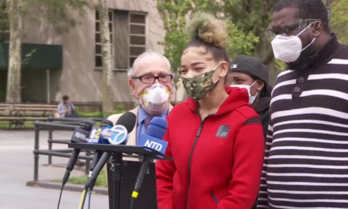 Kaleemah Rozier speaks to the press in front of Kings County Supreme Courthouse in Brooklyn, New York on May 19 about her arrest for not wearing a face mask. (Oliver Trey/NTD)