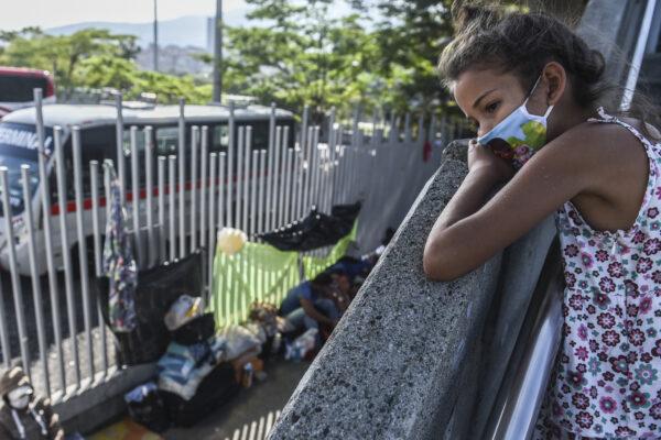 A Venezuelan migrant girl