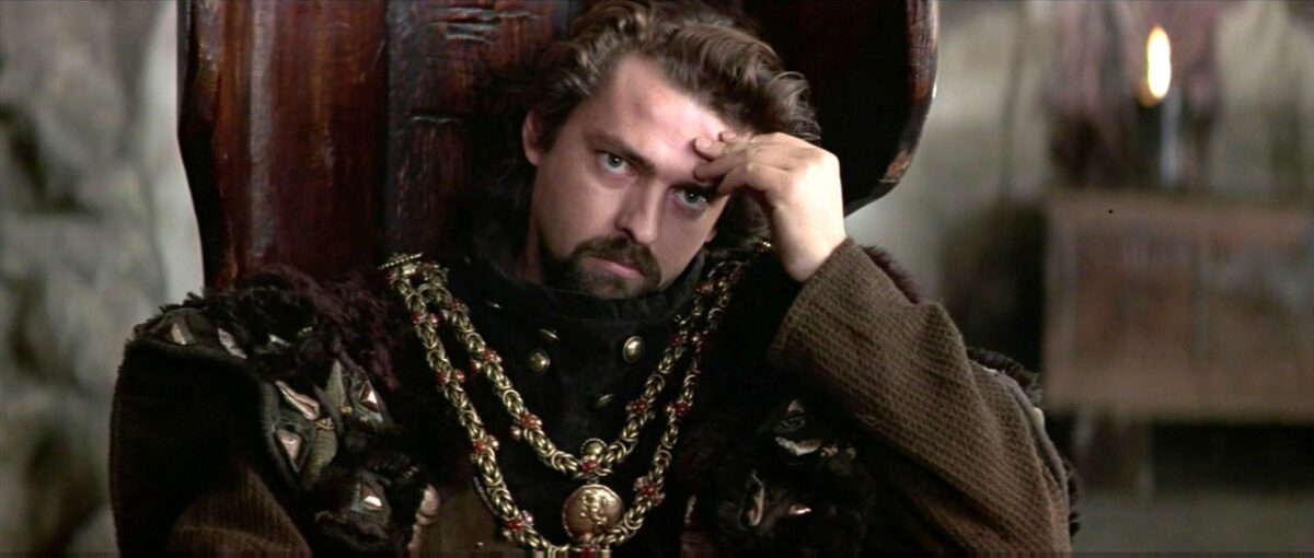 """Scottish nobleman with gold chains in """"Braveheart"""""""