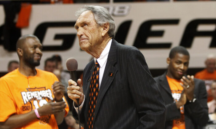 Former Oklahoma State coach Eddie Sutton, center, talks to fans during a ceremony honoring the 10th anniversary of the death of 10 members of the Oklahoma State basketball program in a plane crash, at halftime of an NCAA college basketball game between Oklahoma State and Texas in Stillwater, Okla., on Jan. 26, 2011.  (Sue Ogrocki/AP, file photo)