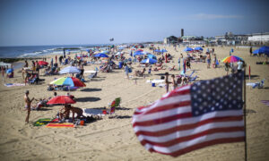 'A Typical Memorial Day Weekend': Vacationers Flock to Pools, Beaches Despite COVID Concerns