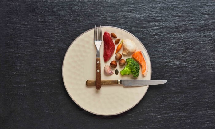 Leaving lengths of time between meals can help restrict calorie intake—unless you overeat in subsequent meals. (Marcin Malicki/Shutterstock)
