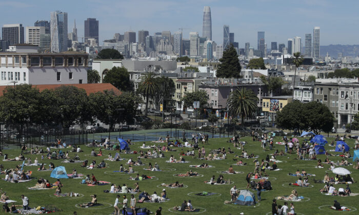 Visitors set up inside circles designed to help prevent the spread of the CCP virus by encouraging social distancing at Dolores Park in San Francisco, Sunday, May 24, 2020. (Jeff Chiu/AP photo)